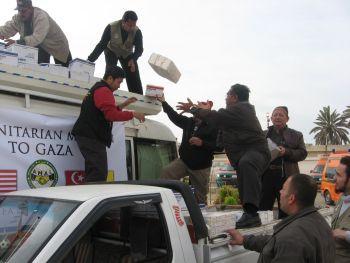 terpaksa-agih-sebelum-masuk-palestin